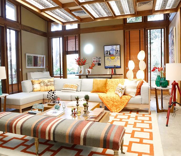 Aposte nas cores fortes para elementos de decoração num ambiente em que as paredes tenham tons neutros (Foto: Ellen Soares)