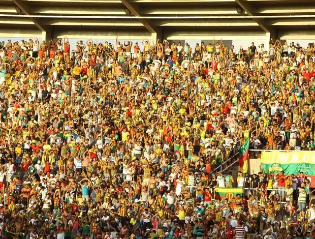 Torcida do Sampaio no último jogo em casa contra o Santa Cruz (Foto: Biné Morais/O Estado)