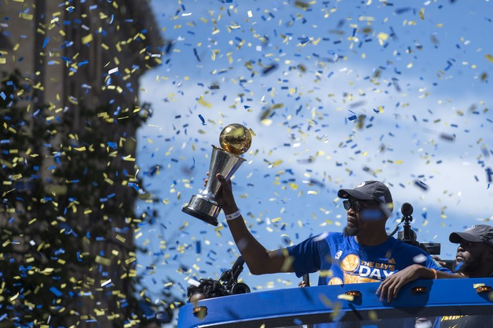 Kevin Durant festa golden state warriors nba parade (Foto: Reuters)