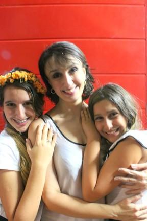 Mabel com as filhas Luiza e Iris (Foto: Reprodução/Facebook)
