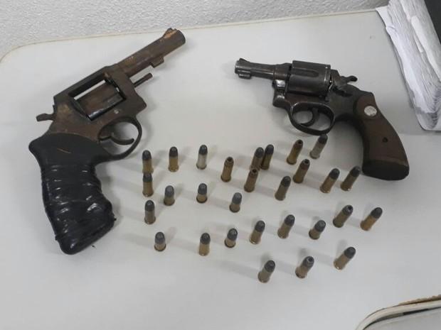 Armas de fogo encontradas pelos agentes no pavilhão 1 de Alcaçuz (Foto: Divulgação / Força Tarefa Penitenciária)