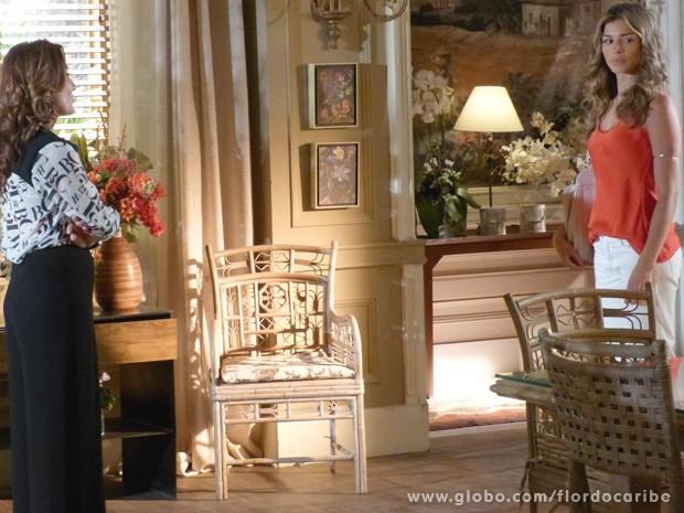 A loira não está nada satisfeita em ter que ficar perto de Alberto (Foto: Flor do Caribe / TV Globo)