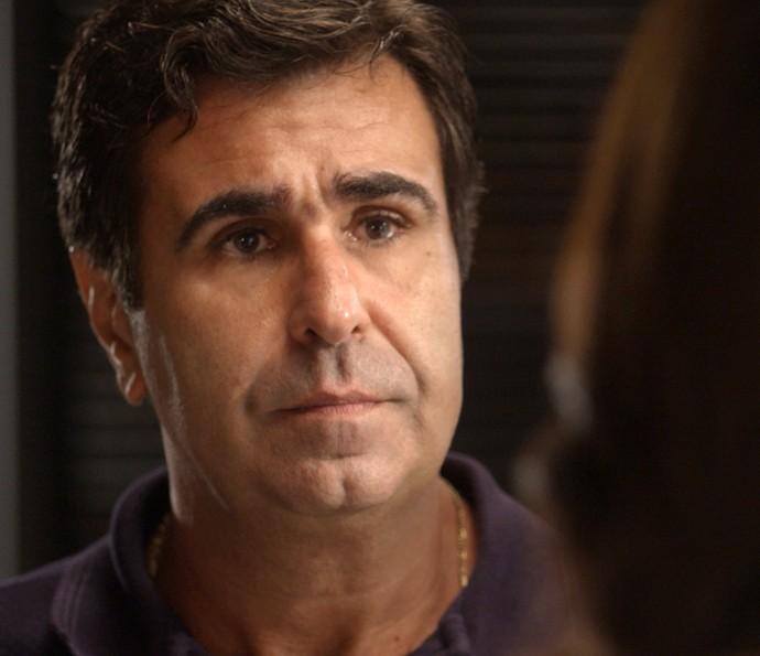 Hugo surpreende Carolina (Foto: TV Globo)