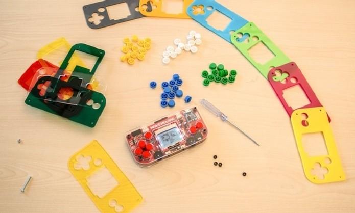 Console pode ser montado por crianças a partir de 11 anos e é totalmente customizável (Foto: Divulgação/Makerbuino)