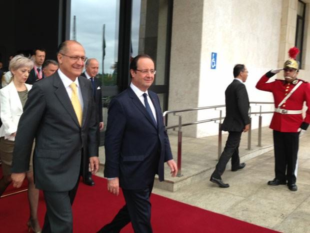 François Hollande deixa o Palácio dos Bandeirantes  (Foto: Letícia Macedo/G1)