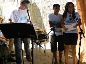 Participantes em atividade de canto (Foto: Divulgação)