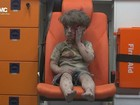 Imagem de menino resgatado de bombardeio na Síria comove o mundo
