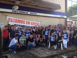 Greve dos servidores do INSS na agência Macapá (Foto: John Pacheco/G1)