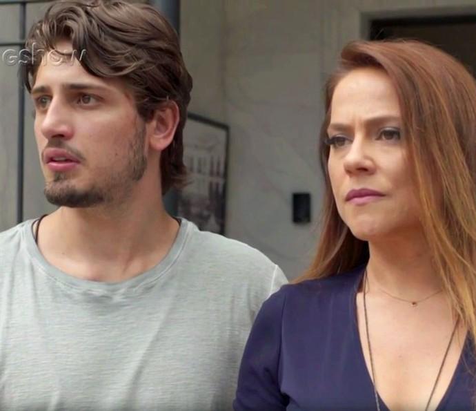 Rafael e Lili veem Germano e Zé Pedro do outro lado da rua (Foto: TV Globo)