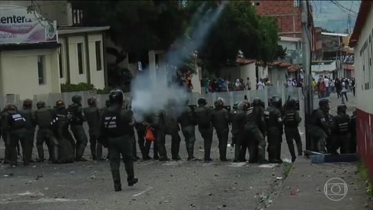 Oposição na Venezuela convoca uma greve geral de 12 horas contra Maduro