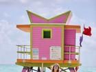 Thyane Dantas faz ensaio em praia de Miami