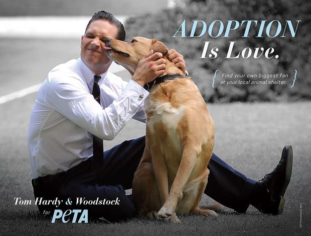 Tom Hardy e seu cachorro, Woodstok (Foto: Divulgação/Peta)