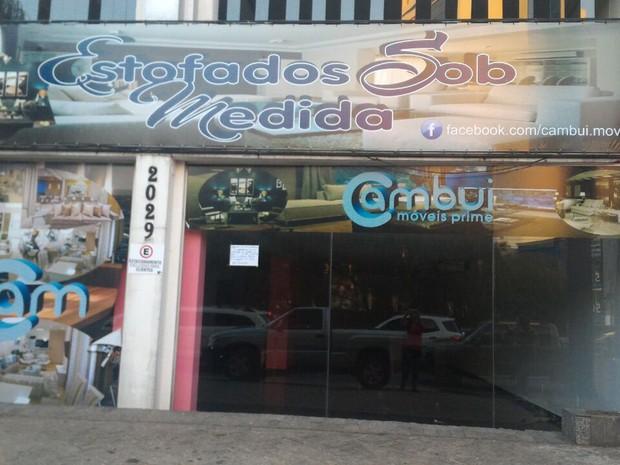7da672e83b Consumidores acusam loja de cometer um golpe (Foto  Adriana Pires de  Oliveira)