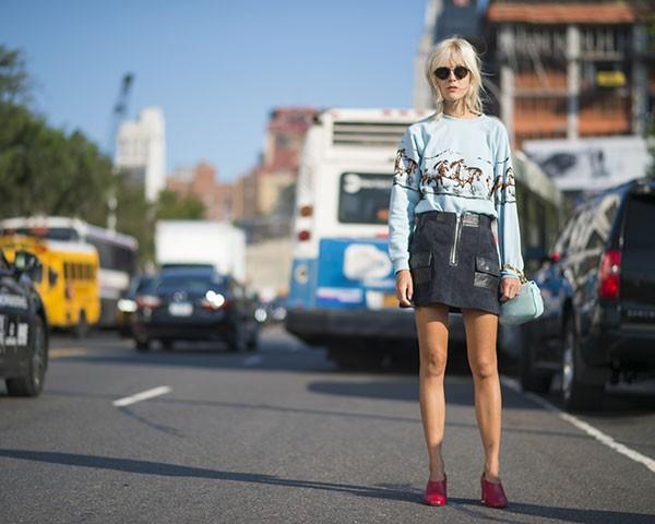O moletom ganhou status fashion na moda (Foto: Imaxtree)