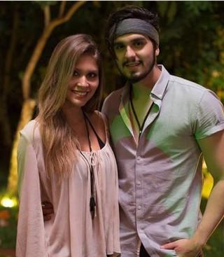 Gabriele Machado e Luan Santana nos bastidores de clipe (Foto: Divulgação)