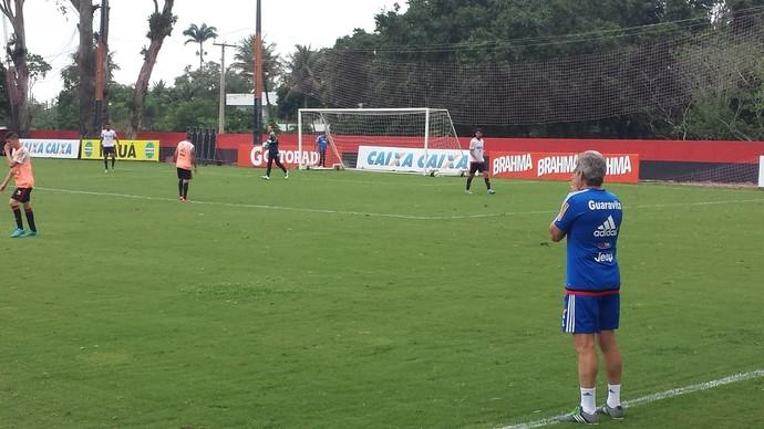 Oswaldo treino Flamengo (Foto: Fred Gomes)