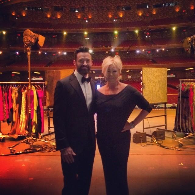 Hugh Jackman e sua mulher, no palco do Tony Awards 2014 (Foto: Reprodução/Instagram)