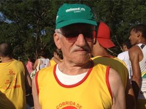 Idoso de 86 anos participa pela décima vez da Corrida de Reis (Foto: Leandra Ribeiro/Globoesporte)