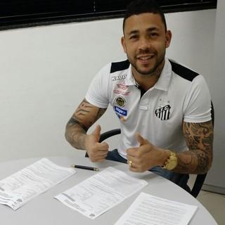 Goleiro Vladimir renova contrato com o Santos até dezembro de 2018 (Foto: Divulgação)