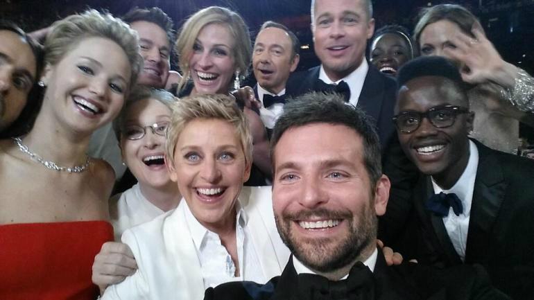 Ellen DeGeneres e os amigos famosos fizeram história com esta foto no Oscar 2014. (Foto: Twitter)