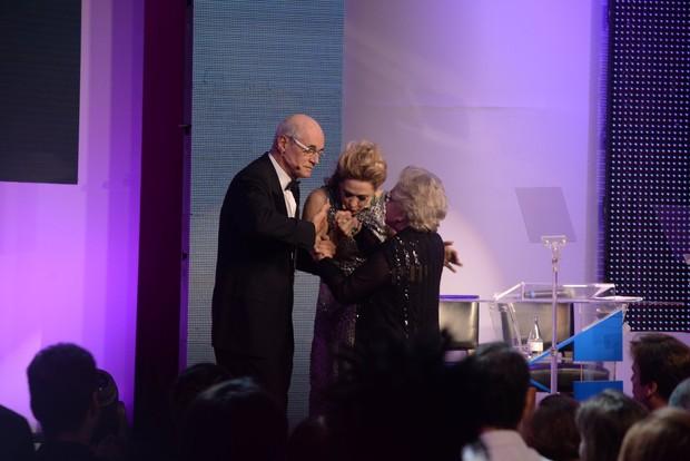 Marcos Caruso, Nathalia Timberg e Claudia Raia (Foto: AgNews)