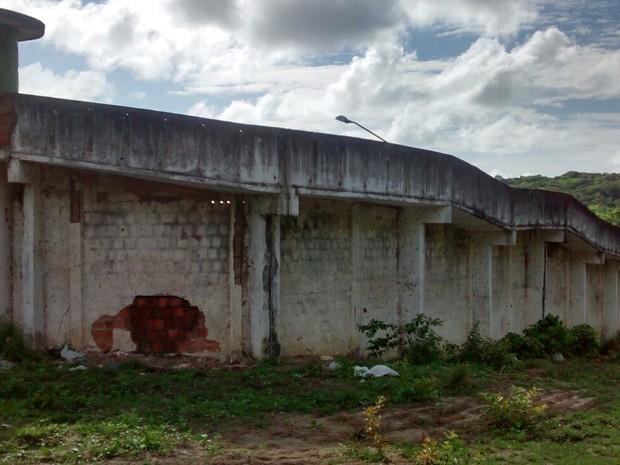 Local por onde os presos fugiram já estava fechado na manhã desta quinta (21)  (Foto: Camila Torres/TV Globo)