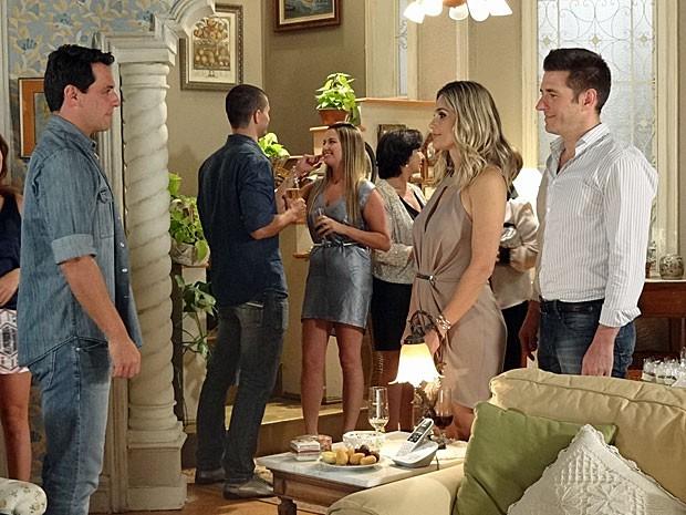 Théo fica cara a cara com o novo namorado de Érica (Foto: Salve Jorge/TV Globo)