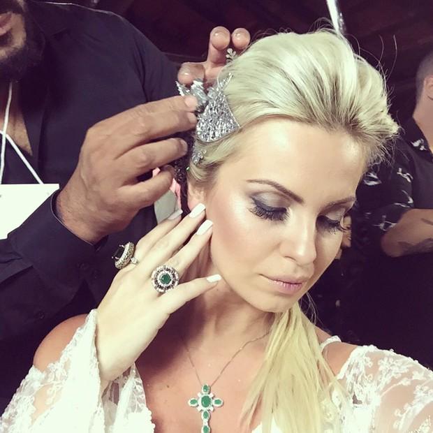 Veridiana Freitas com look noiva: lado sexy nunca mais! (Foto: Arquivo Pessoal)