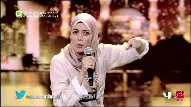 Rapper islâmica causa sensação na TV egípcia (Foto: BBC)