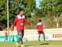 """Thiago Alagoano reclama de salários, mas diz: """"Não levamos para o campo"""""""