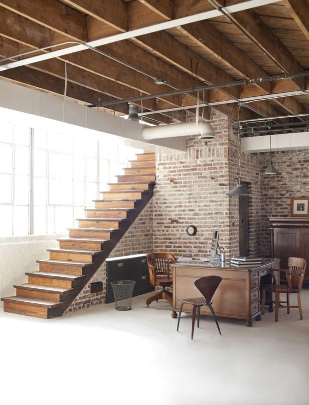 2 mil janelas trazem luz a loft industrial casa vogue. Black Bedroom Furniture Sets. Home Design Ideas