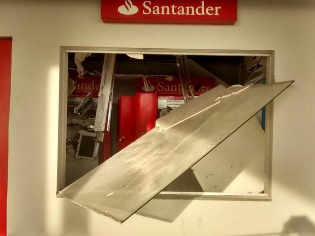 Criminosos explodiram caixas eletrônicos em Lucianópolis (Foto: Divulgação/Polícia Militar)