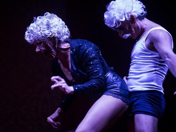 VIRADA CULTURAL - Sábado (19h30) - Apresentação do grupo Cabaret Trix Mix no palco Cabaré - Burlesco, no Largo do Arouche durante a Virada Cultural (Foto: Victor Moriyama/G1)