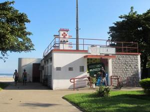Gibiteca fica a poucos metros da praia no bairro do Boqueirão (Foto: Anna Gabriela Ribeiro/G1)