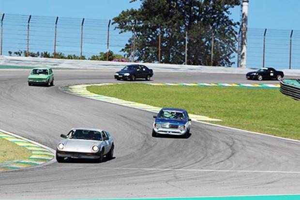 """Disputa para não perder tempo, Puma VW, Voyage """"Grupo N"""", Omega GM e Mazda Miata. (Foto: Divulgação/Edison Guerra Sr)"""