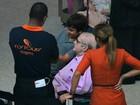 Jô Soares embarca de cadeira de rodas em aeroporto do Rio