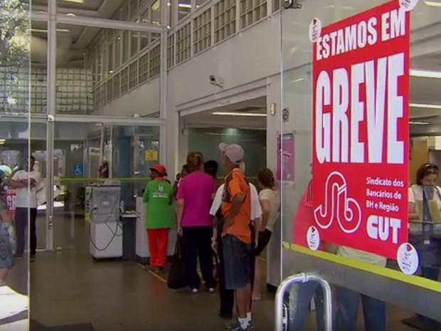 Bancários iniciaram greve nacional no dia 6 de setembro (Foto: Reprodução/TV Globo)