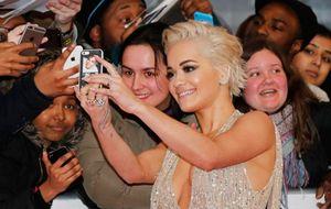 Taylor Swift, Madonna e Rita Ora atraem olhares no tapete vermelho do BRIT Awards 2015; veja os looks