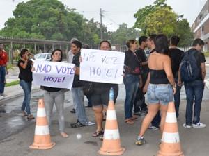 Protesto marca 2º turno das eleições na UFPB em João Pessoa, Paraíba (Foto: Walter Paparazzo/G1)