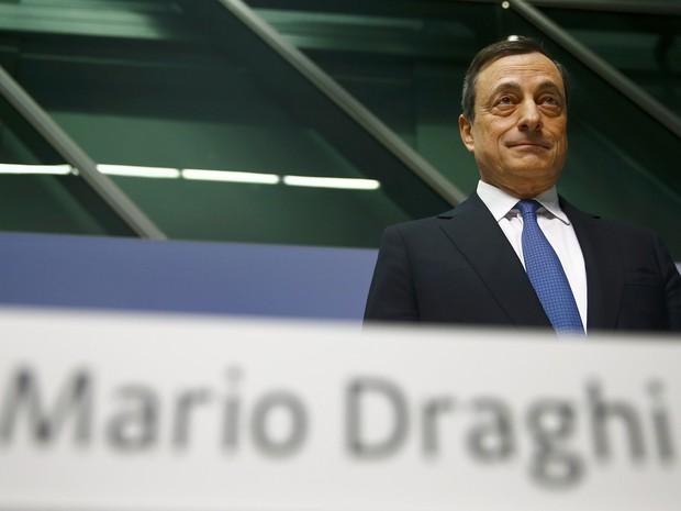 Mario Draghi, presidente do BC europeu, anuncia plano de estímulo nesta quinta-feira (22) (Foto: Kai Pfaffenbach/Reuters)