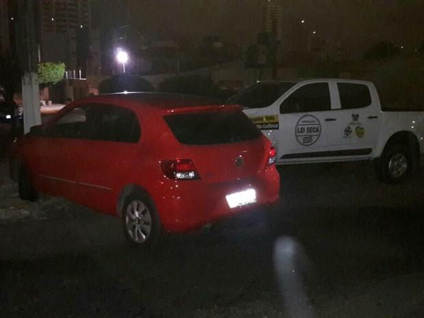 Ao tentar fugir da blitz, homem acabou batendo em carro da operçãoa Lei Seca (Foto: Divulgação/Polícia Militar do RN)