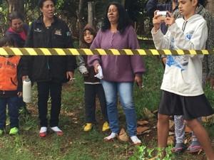 Familiares acompanham reconstituição do crime (Foto: Gabriela Pavão/ G1 MS)