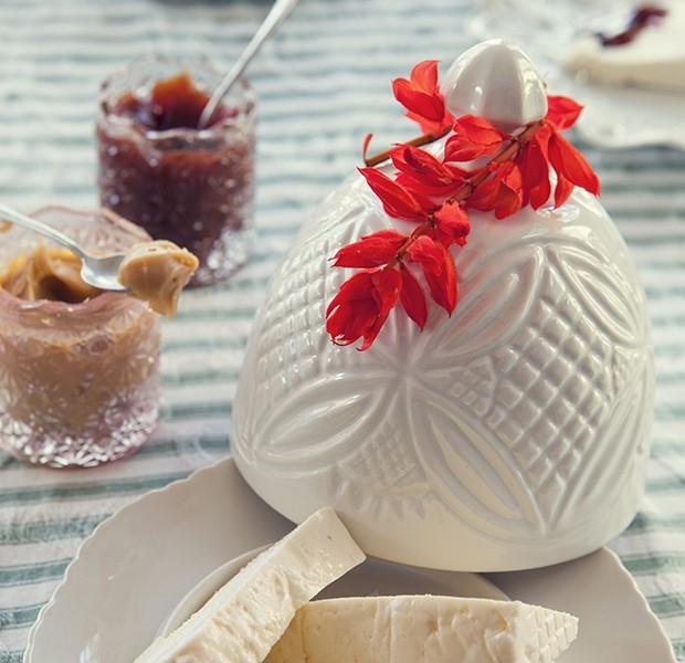 Deixe o café da manhã mais agradável enfeitando as peças da mesa com elas (Foto: Lufe Gomes/Editora Globo)