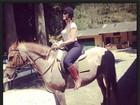 Maria Melilo posa em cavalo: 'Amo'