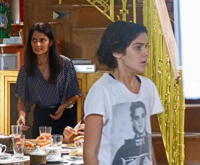 Karina chocada com o cabelo preto (Foto: Bel Bonotto/Gshow)