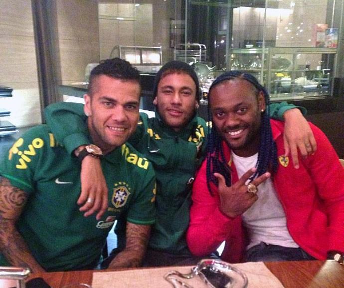 Neymar e Daniel Alves com Vagner Love na China (Foto: Reprodução / Instagram)