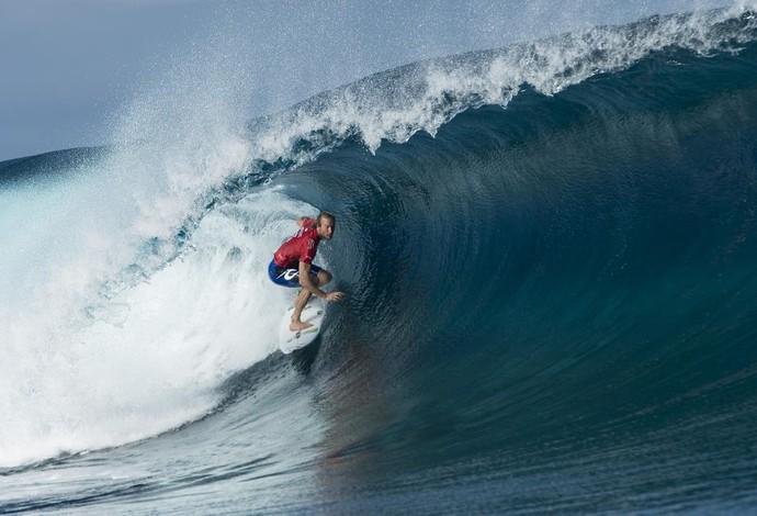 Owen Wright volta a surpreender em mais uma etapa com ondas pesadas e tubulares, em Teahupoo, no Taiti (Foto: WSL / Stephen Robertson)