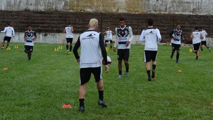 Elenco do São Raimundo treina na tarde desta segunda-feira (Foto: Dominique Cavaleiro/GloboEsporte.com)