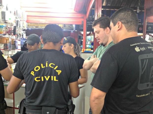 Aparelhos sem nota fiscal foram apreendidos e encaminhados à Defla (Foto: Iryá Rodrigues/G1)