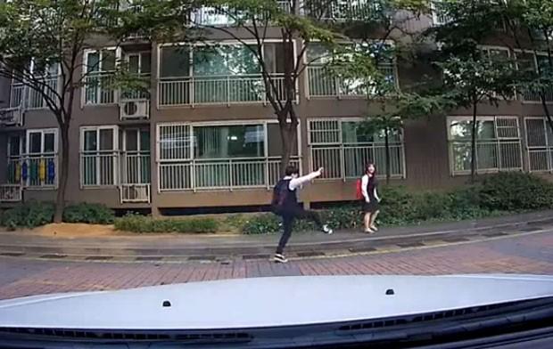 Casal faz sucesso com coreografias enquanto dançava na rua no Japão